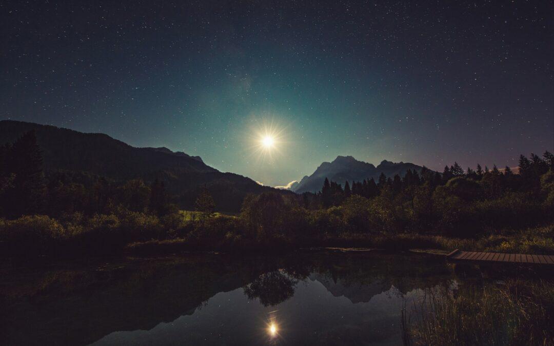 de energie van de volle maan van 30 maart